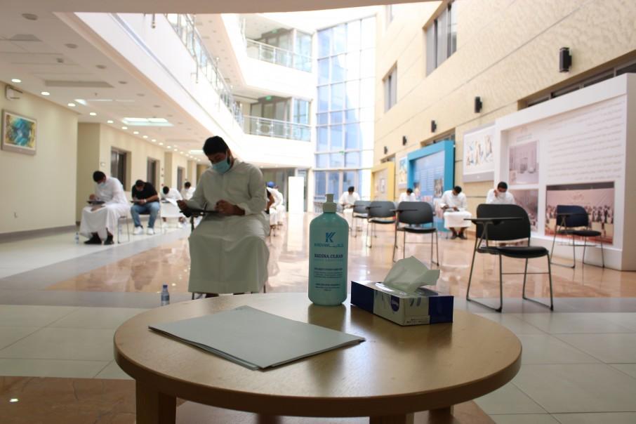 وسط إجراءات احترازية طلبة الكليات يؤدون الاختبارات الفصلية حضورياً