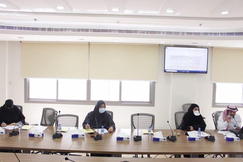 معالي عميد الكلية يترأس اجتماع اللجنة العليا للجودة
