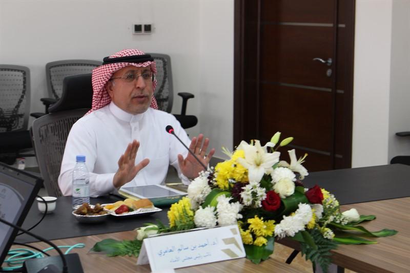 نيابة عن معالي المشرف العام أ.د. أحمد بن سالم العامري يرأس اجتماع مجلس الأمناء