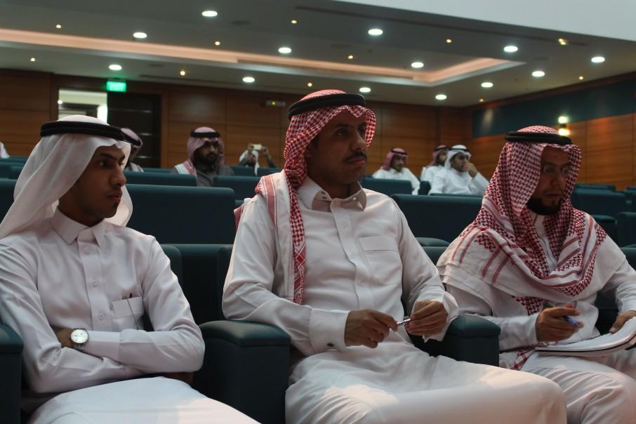 في إطار أنشطتها الطلابية كلية الشرق العربي تقيم ورشة عمل بعنوان (اللجوء الدبلوماسي للأجانب)