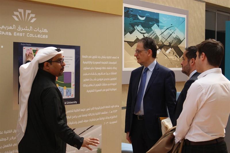 معالي رئيس مجلس الأمناء يلتقي وفداً من جامعة السوربون الفرنسية