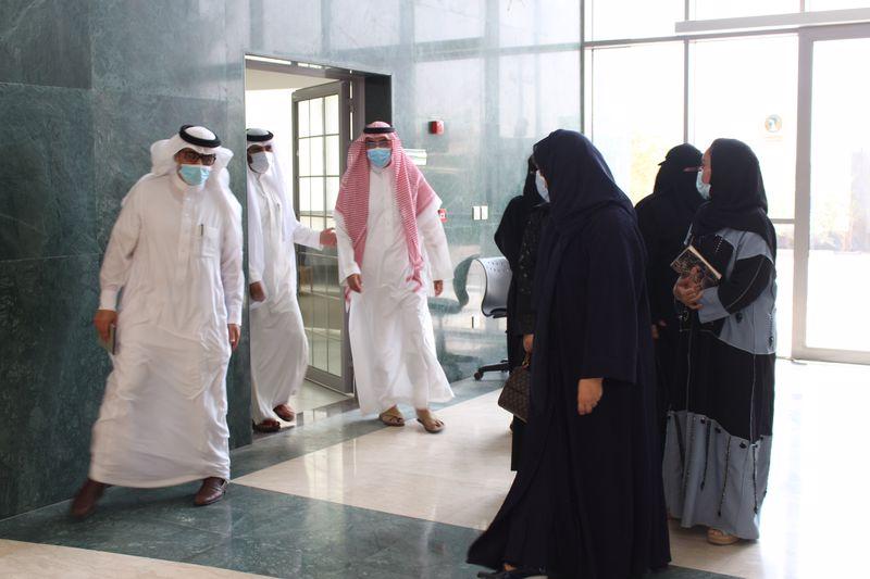 وكيل وزارة التعليم للتعليم الجامعي الأهلي تطلع على سير العملية التعليمية في الكليات