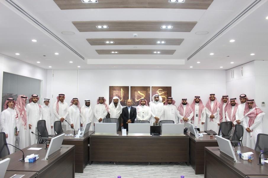 طلاب قسم القانون في زيارة إلى المركز السعودي للتحكيم التجاري