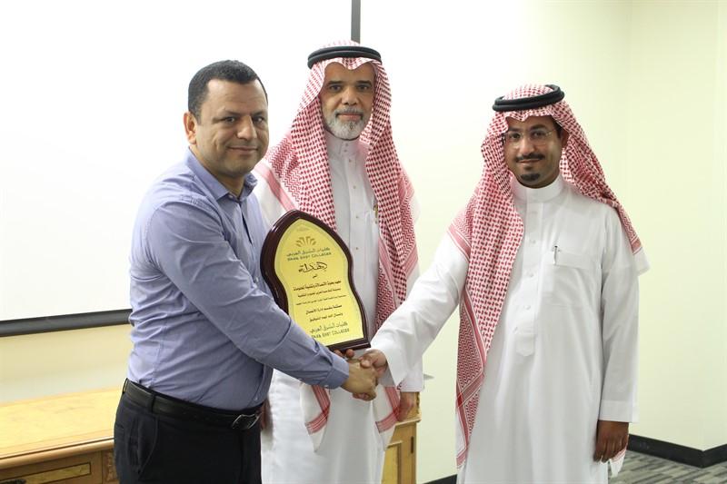 طلاب ماجستير إدارة الأعمال في زيارة إلى مدينة الملك عبد العزيز للعلوم والتقنية