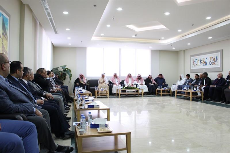 رئيس مجلس الأمناء يلتقي أعضاء هيئة التدريس بالكليات