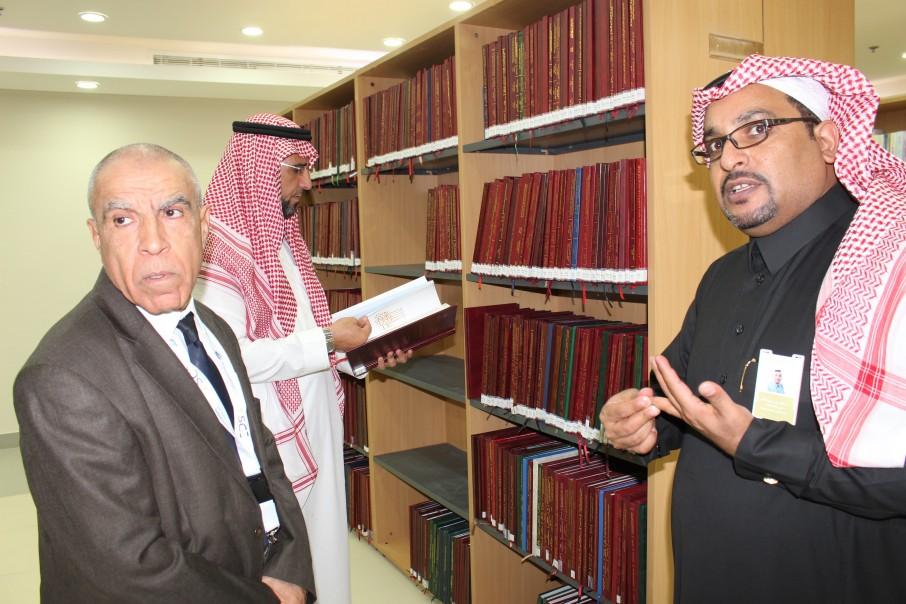 مدير الجامعة المتوسطية بتونس يزور كليات الشرق العربي