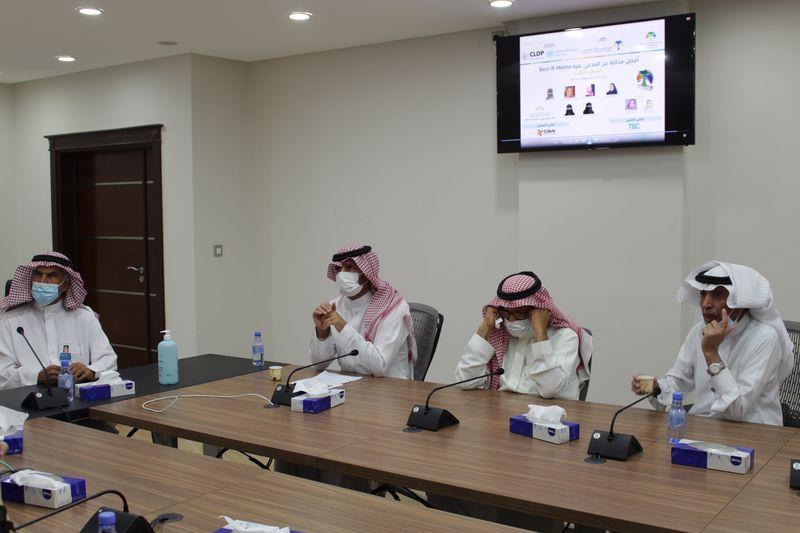 معالي المشرف العام يكرم الفائزين في منافسة التحكيم التجاري الطلابية