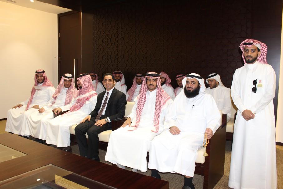 وفد من طلاب كلية الشرق العربي في زيارة للجنة الفصل في منازعات الأوراق المالية